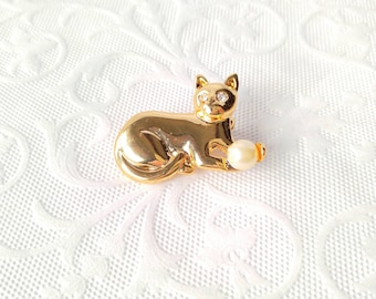 VINTAGE Cat Playing with Ball-Yarn-Gold Rhinestone Eyes-Faux Pearl-Kitten-Brooch-Pin-All Orders Only 99c Shipping!