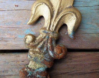 Old Fleur de Lis gate fence finial cast iron Architectural salvage garden decorative Aged patina French Country supplies