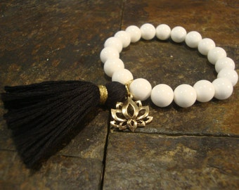 Spring Sale!! Stretch Bracelet, Boho Bracelet, Stackable Bracelet, Beaded Bracelet, White Shell Bracelet, Bohemian Bracelet, Lotus Bracelet