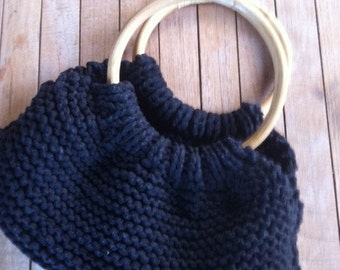 Knitted bag with bamboo handle