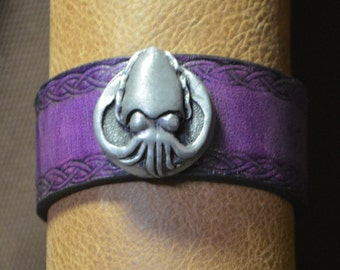 Cuttlefish Bracelet with Knotwork Border