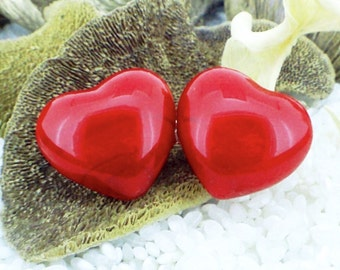 Glass Brooch .. Double Red Love Hearts .. Gold Tone Pin Fitting .. Gift Boxed