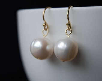 Classic Freshwater Pearl Earrings, Simple Elegant Design, Freshwater Pearl Earrings,  14K Gold Filled Ear Wires