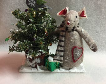 Mouse with Decorated Snowy Christmas Tree Display (#030)