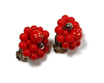 RED CLIP ON Earrings Red Beaded Cluster Clip Earrings 1970s Clip Ons Vintage Fashion Jewelry