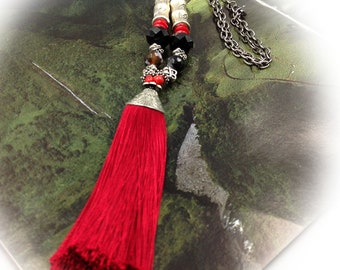 Long, red, black necklace, boho chic.
