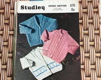 Vintage Knitting Pattern  - babys cardigan