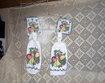 Crochet Kitchen Hanging Towels Pot Holder Oven Mitt Grapes Pears Apples Set of 4