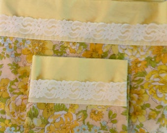 Fabulous Vintage sheet with matching pillowcase....twin flat.....seldom used....not faded....percale