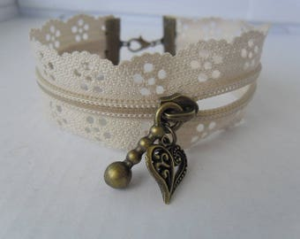 Zipper bracelet with beige flowers