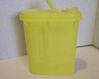 Vintage Tupperware 1-Quart Container