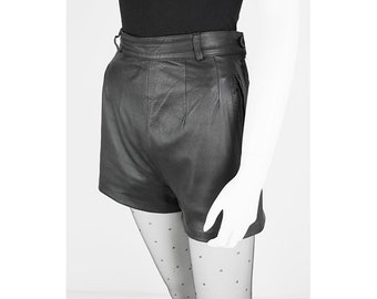Vintage leather shorts with high waist 38