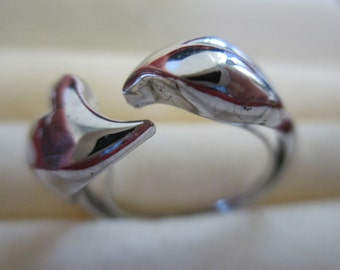 Vintage signed AVON lady's silver tone hearts  ring size 8.5