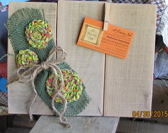 Rustic, reclaimed wood, picture swapping frame for 4 x 6 photo. Country floral embellished.