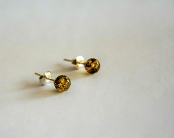 Round green amber earrings, amber studs, Baltic amber studs, natural stone earrings, small round earrings, silver studs