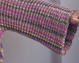 Wool Jersey with a very pleasing texture to the touch, hand-knitted with two needles.
