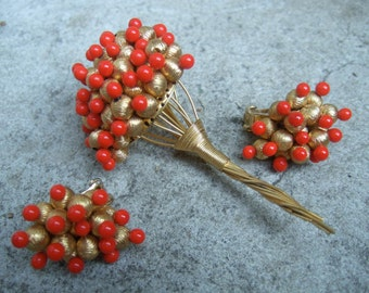 De Nicola Red Glass Beaded Flower Brooch & Earrings c 1970