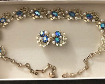 Vintage Lisner necklace and clip earings