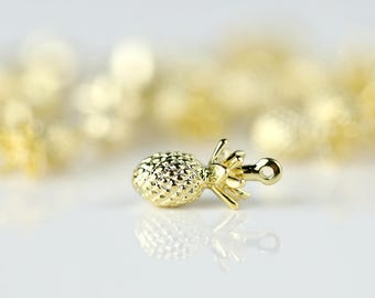 1 Gold Pineapple Charm, Dainty Pineapple Pendant, summer party summer outdoors summer gift 1PPA-G