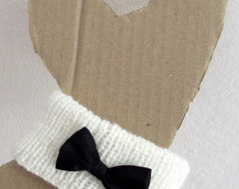 Collar bow tie for adult cat.