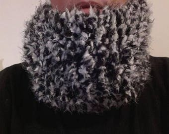 Neck scarf or snood wool black and white