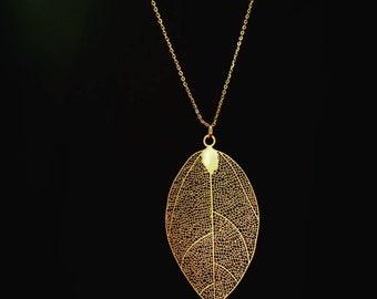 Gold Lace Detailed Leaf Pendant Necklace