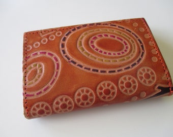 Vintage Hand Crafted Genuine Leather Circle Design Tri-Fold Wallet