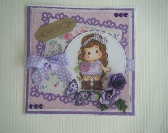 Carte motif petite fille avec des fleurs et des coeurs
