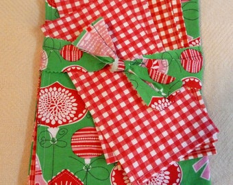 Christmas Clearance 4 Reversible Placemats and 4 Napkins for the Childrens Table
