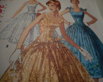 Vintage 1950's Simplicity 1153 Dress Sewing Pattern Size 14 Bust 32