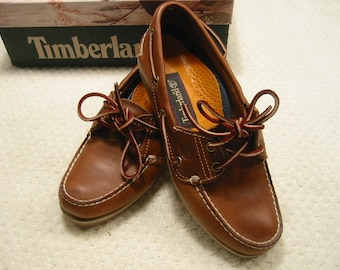 vintage womens  traditional/classic burnished tan leather Timberland boat/deck shoes . . . 6  1/2M . . . new in box