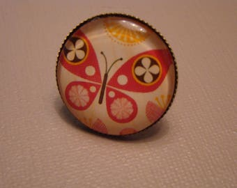 Ring cabochon design of a butterfly graphic