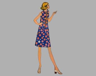 1970s Dress Pattern McCalls 3137  Bust 43 Front zippered dress Sleeveless dress A line dress Dress patch pockets Jewel neckline Make it easy
