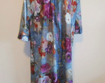 Vintage Vanity Fair Floral Housecoat ~ 1980's Floral Dressing Gown ~ Hostess Robe ~ Lounge Robe ~ Floral House Coat