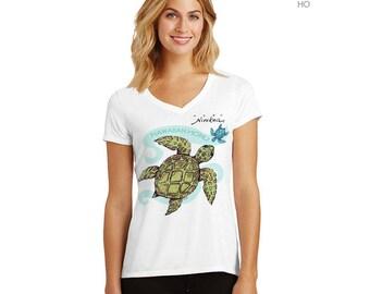 Hawaiian Honu- V-neck T-shirt, green Turtle – exclusive design, unisex – handmade in Hawaii