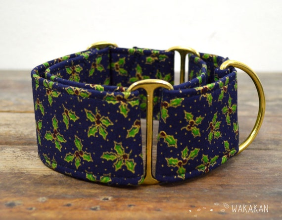 Martingale dog collar model Holly Tree. Adjustable and handmade with 100% cotton fabric. Xmas style with golden polka dots. Wakakan