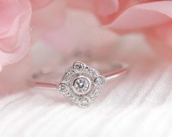Art deco inspired diamond and white gold engagement ring / white gold ring / diamond ring / vintage engagement ring / Art deco jewelery