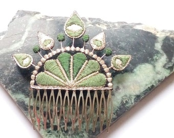 Embroidered ala hand comb, Khaki and silver.