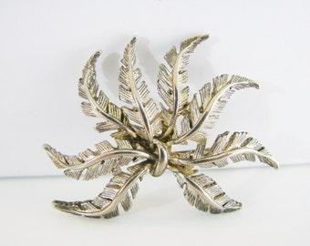 Vintage Daria silver autumn leaf brooch (I5)
