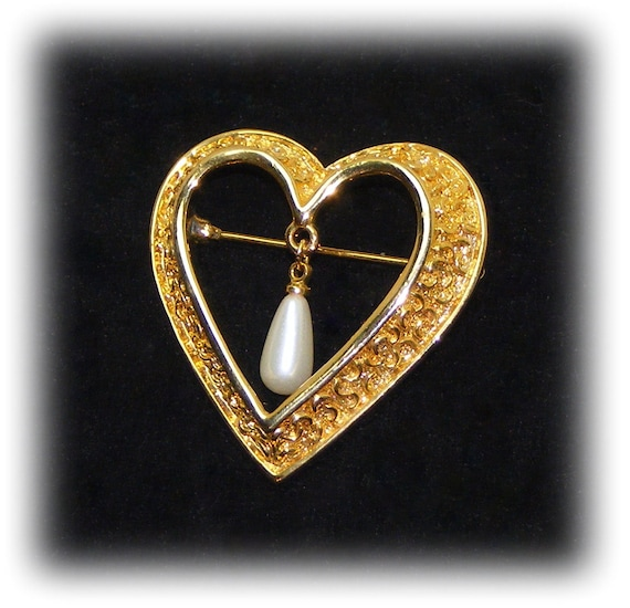 "Vintage ""HEART SHAPED BROOCH"" . .  with a Dangling Faux Pearl"