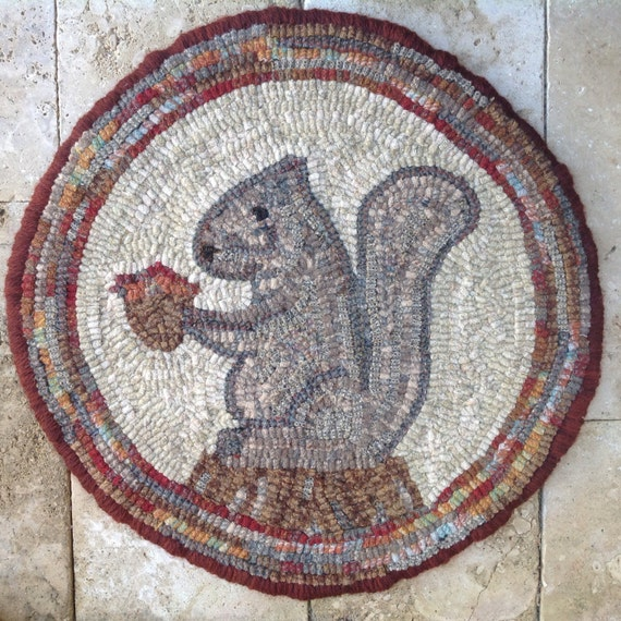 """Rug Hooking PATTERN, Woodland Squirrel Chair Pad or Table Mat, 14"""" Round, J757"""