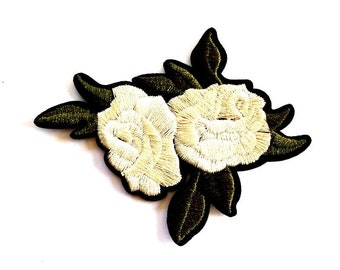White Roses in Bloom Iron on Patch, White Rose Patch, Rose Appliqué, White Flower Patch, 8cm Wide
