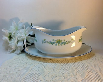 Royal M Kashmir 468 Japan Gravy Boat Dining and Entertaining Table Decor Decorative Accent