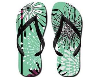 Envie - Summertime Flip Flops - Design Original par RDelean Designs, fond bleu sarcelle avec fleurs éclater, prêts pour le printemps