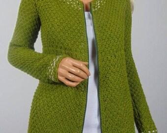 Wełniany ręcznie robiony sweterek