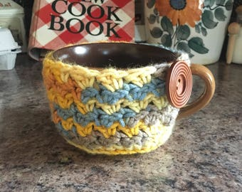 Multi-color mug cozy for over sized coffee mug