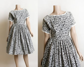 Vintage Lanz Dress - Late 1940s Early 1950s Floral Print Lanz Yezzi Dress - Cotton Button Up Back - Full Skirt - Small