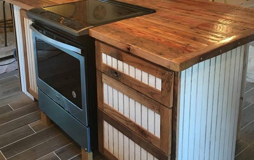 Kücheninsel mit Herd Küchenschrank rustikalem Altholz
