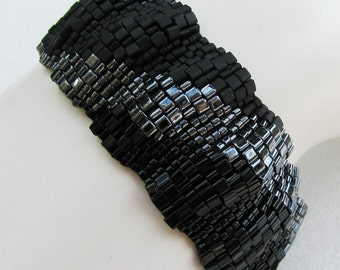Corrugated Dark Color Ribbon Peyote Cuff (2506)