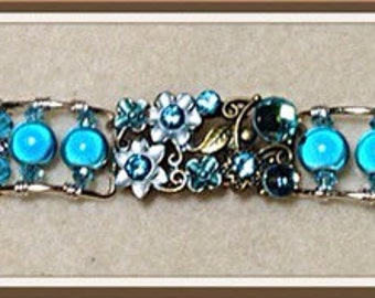 Blue linked beaded beacelet
